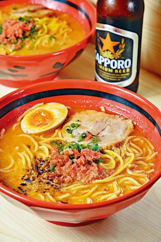 純蝦湯鹽味粗麵以新鮮甜蝦蝦頭熬製湯底,蝦香四溢且香甜濃郁,質感爽滑的粗麵掛湯力強。