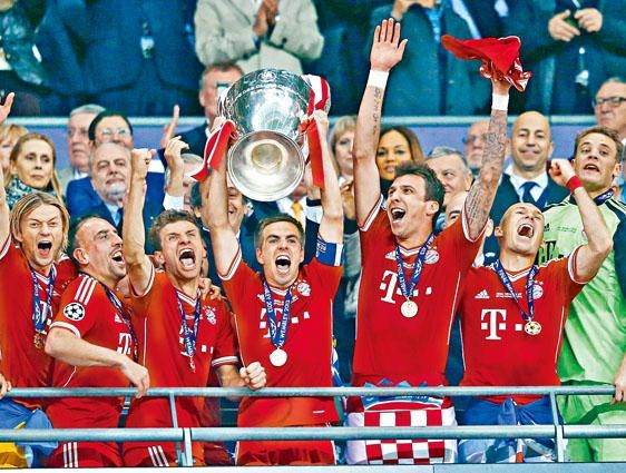 拜仁在一三年勇夺欧联冠军。