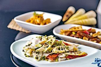 ●雪菜春筍炒桂魚片,雪菜搭配春筍,加上鮮甜嫩滑的桂魚片,層次豐富。($228)