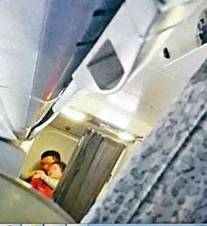 劫機者使用鋼筆劫持女空姐。