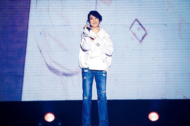 劉若英被歌迷感動,淚灑舞台。
