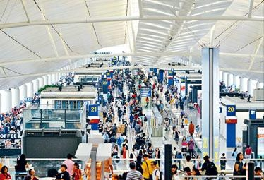 受惠於復活節的旅遊高峰,本港機場上月客運量錄得強勁增長。