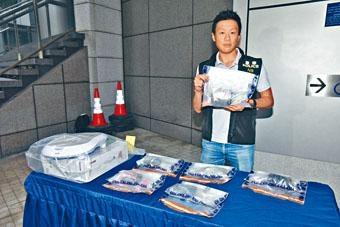 警方展示藏毒腳底按摩器及毒品。