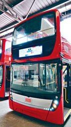 九巴公開第二代紅色巴士的新設計。在車頭的九巴標誌,將加入沁光燈。