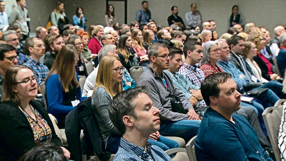 加拿大鄉村醫生協會舉辦農村和遠程醫學課程,吸引大量學生出席。CBC