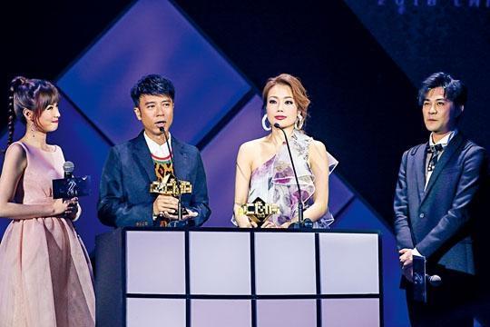 克勤與祖兒齊獲「榜中榜最佳男、女歌手」獎。