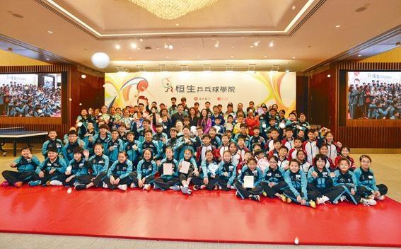 ■恒生乒乓球學院昨舉行畢業典禮,表揚去年有出色表現的年輕運動員。