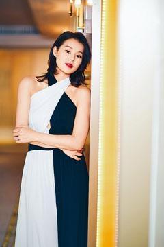 杏兒應邀到上海出席時裝騷。