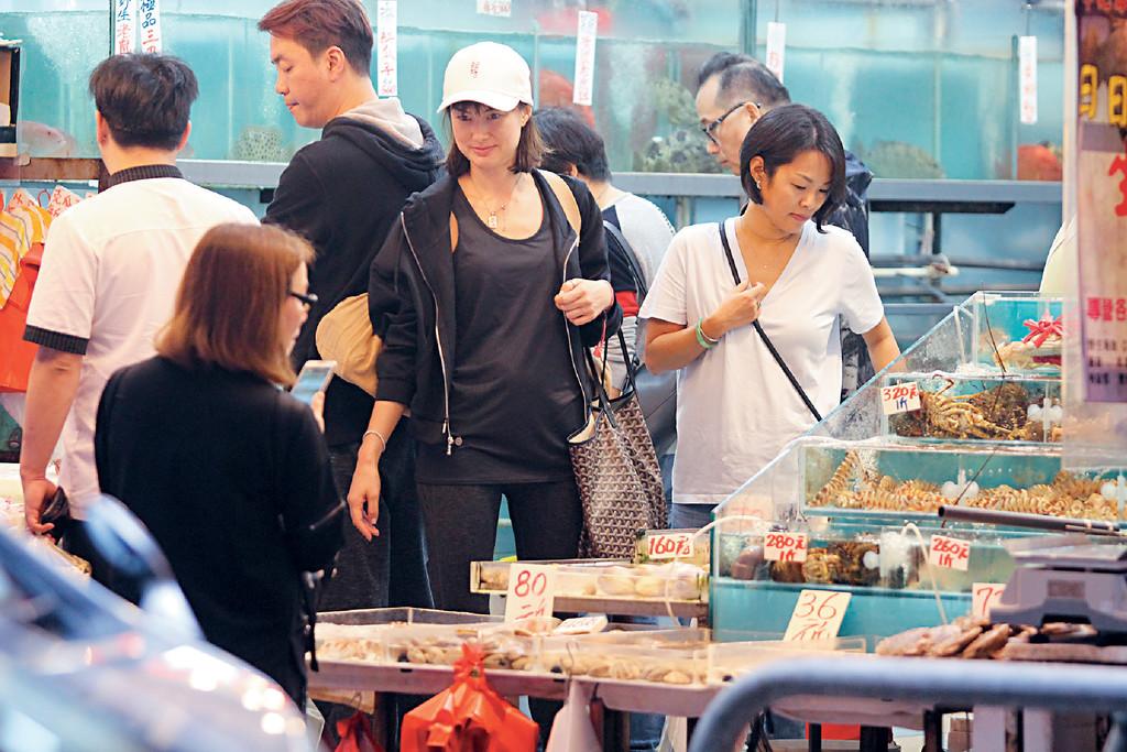■Danielle到灣仔街市後先去買海鮮。