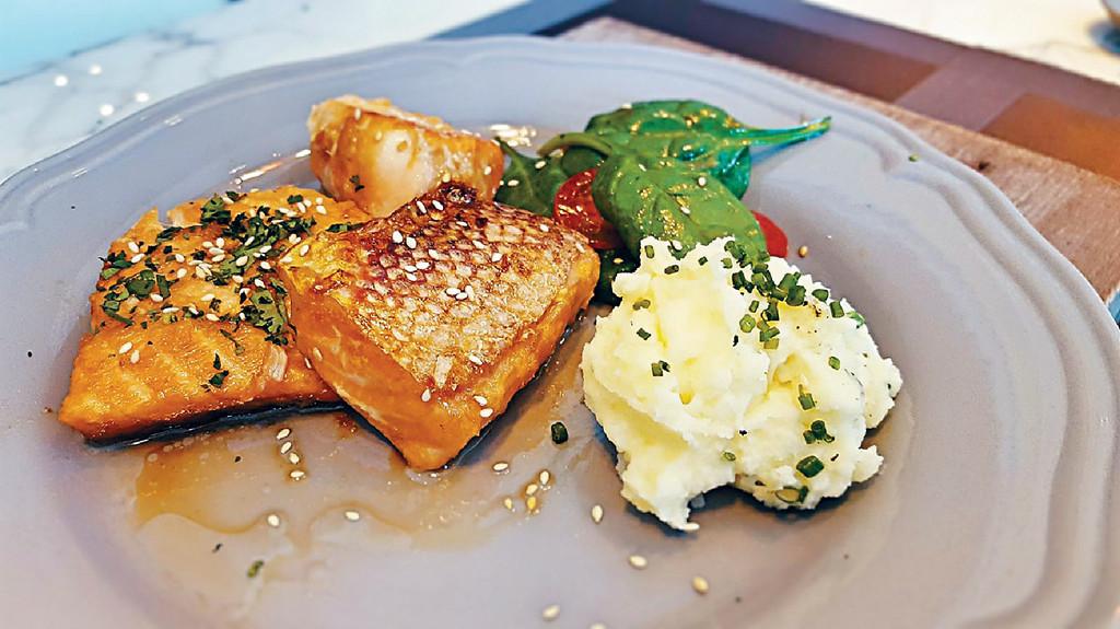 ■當日Danielle煮的其中一道菜是日式燒汁三文魚配薯蓉,賣相吸引。