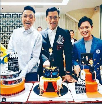 ■古天樂與姜皓文(左)和凌文龍(右)切蛋糕慶祝。