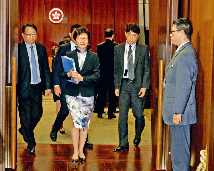 林鄭月娥出席立法會答問大會,表示政府正研究向一手住宅單位徵收空置稅。