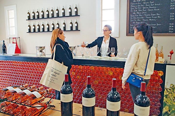 ●遊客在此可作Blind Tasting,品嘗多款葡萄酒。
