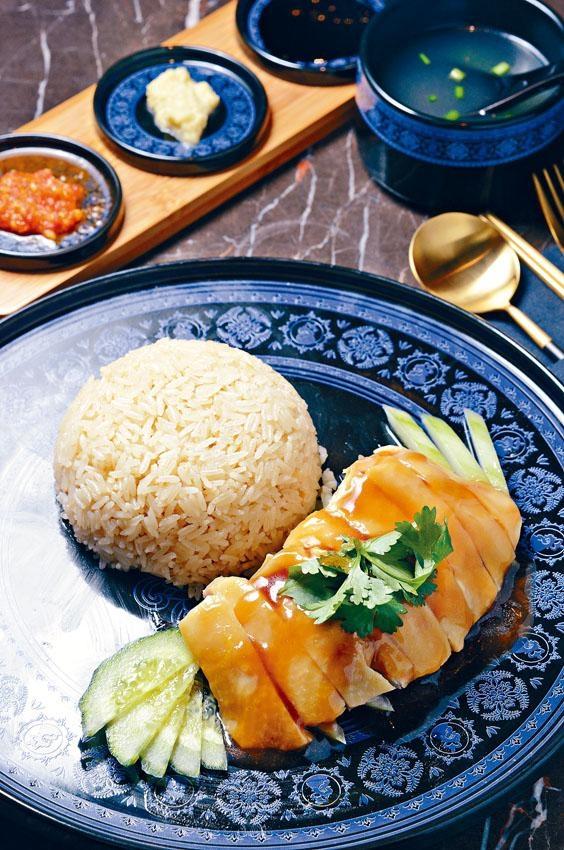 天天海南雞飯雞肉濕潤,碟上卻不見半點油,配以雞飯享用,正好說明何為簡單的滋味。
