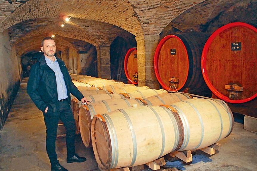 古老的酒窖內收藏了不少年代久遠的美酒。