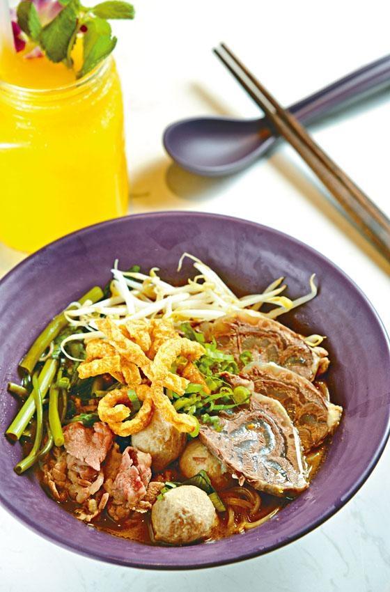 泰式牛肉船麵是Nara招牌船麵,湯頭清香,濃郁富層次,集鮮、甜、酸、辣多種味道。