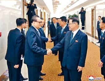中方官員歡迎北韓勞動黨參觀團成員訪問北京。