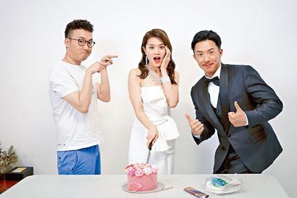 張繼聰與導演一同為娜姐預祝生日。