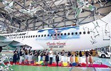 安室客機啟航當日,有大批航空公司職員參與啟航儀式。