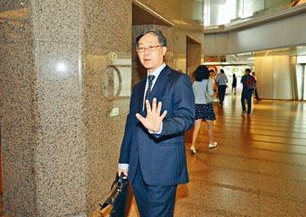 高級公務員協會主席黃孔樂建議,為遞增薪額「封頂」。