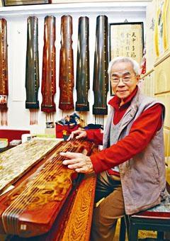 蔡昌壽生於樂器世家,自小醉心鑽研古琴,既懂得彈奏,亦懂得造琴。過去二十多年開班授徒,熱心將古琴藝術傳承下去。