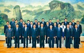 習近平與朝鮮勞動黨參觀團合影留念。