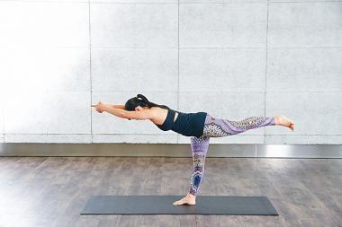 簡易瑜伽第六課︰戰士第三式