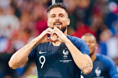 基奥特入球后做心形手势庆祝。
