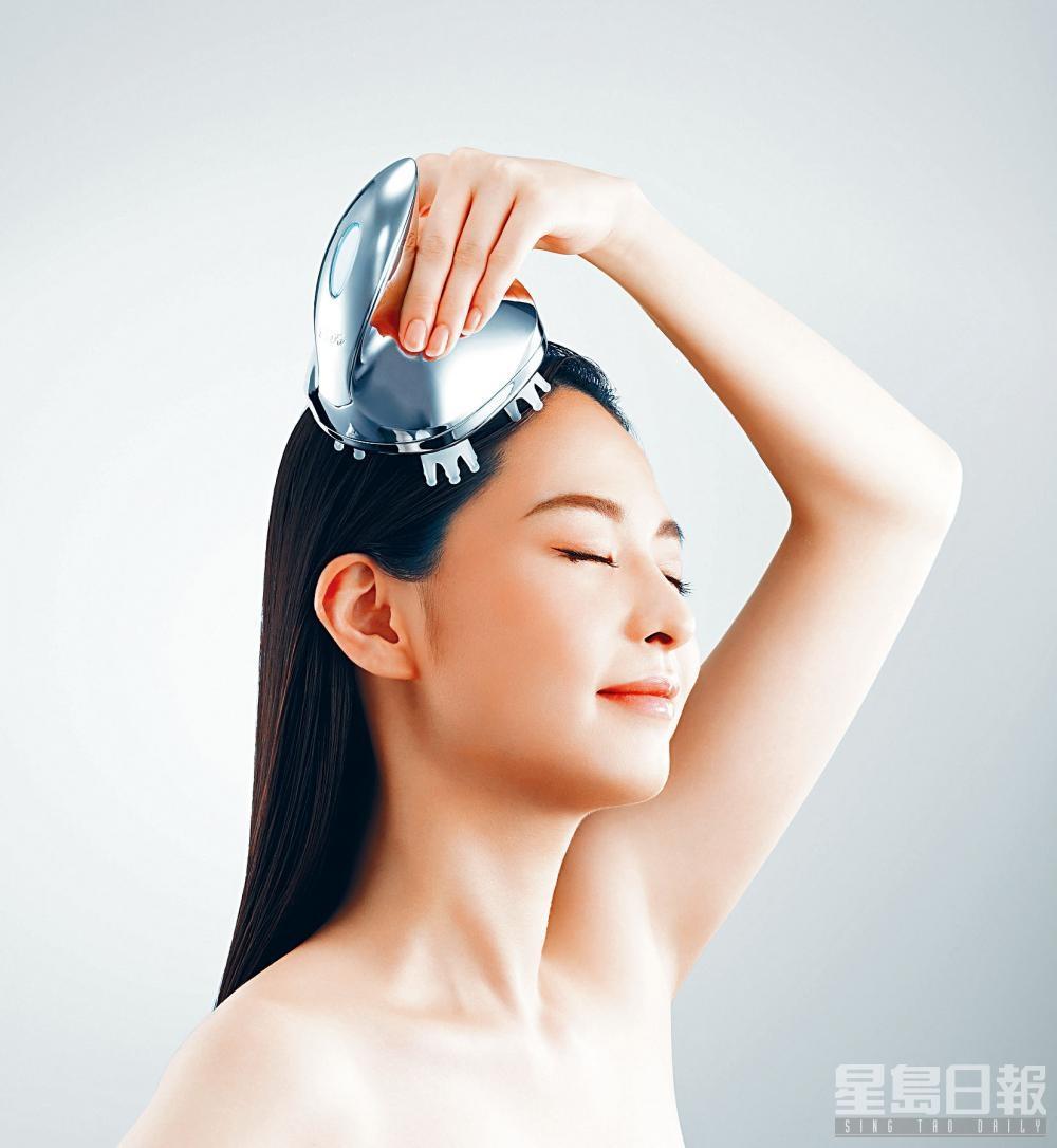 揉揑刷頭能與頭皮緊密貼合,模仿用手抓揉的按摩動作。