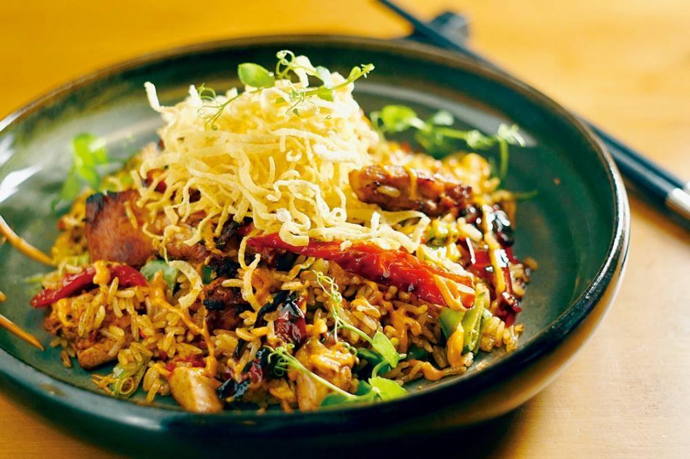 Meat & Rice,米飯加入自家烤雞和花豆,以秘魯辣椒醬炒香,味道微辣,較廣東炒飯濕潤,富異國風味。