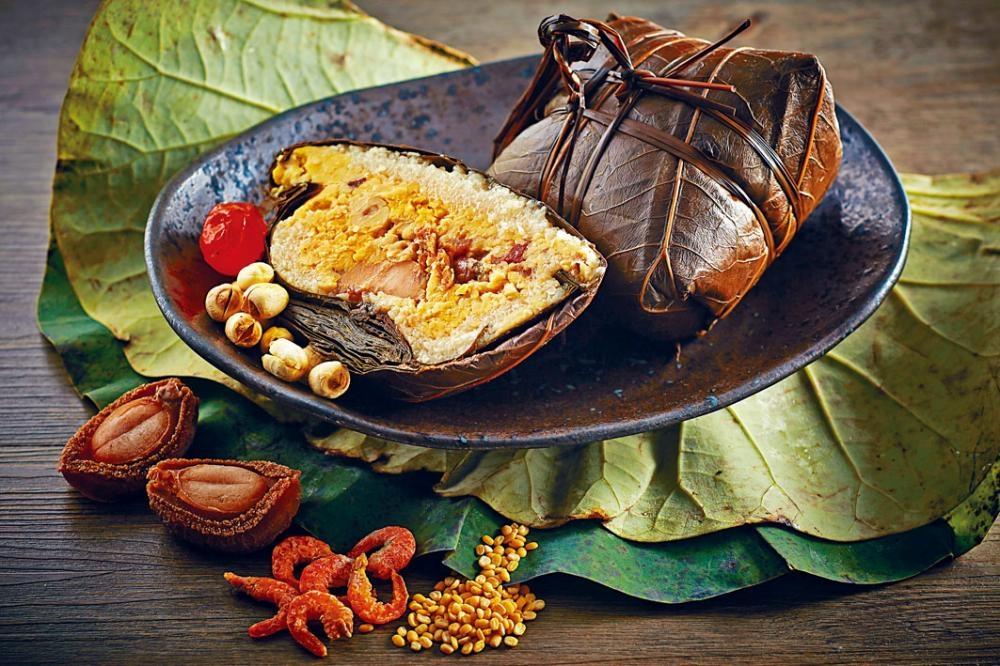廿六頭吉品乾鮑魚金腿糭是米芝蓮二星餐廳香宮出品,品質有保證,味道豐富,更能一嘗溏心鮑魚的滋味。