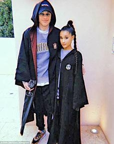 Ariana Grande與男友Pete Davidson極速發展,拍拖約一個月已訂婚。