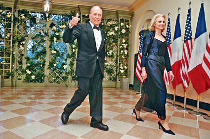 庫德洛與妻子四月在白宮出席活動。