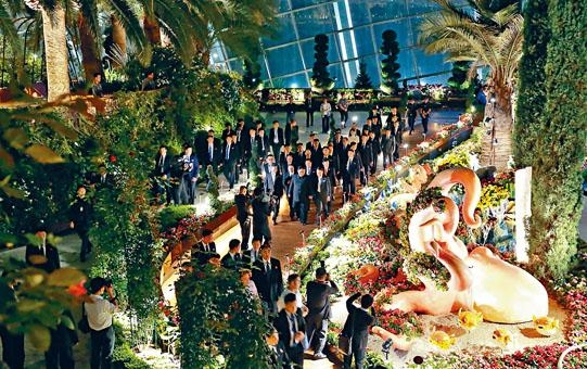 金正恩周一晚夜遊新加坡,參觀了新加坡植物園。