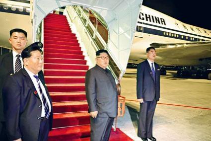 金正恩昨晚乘坐國航專機飛離新加坡樟宜機場。