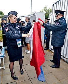 球場安檢仍是杜絕足球流氓的主要措施。