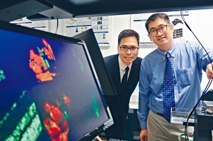中大工程學院教授陳世祈和醫學院教授梁啟信合作,利用全新的數碼全息雙光子激發顯微鏡,研究視覺神經退化的原因。