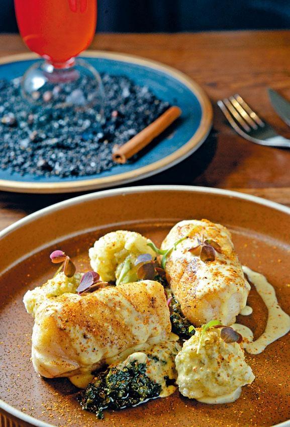Roasted & Fried Monkfish,餐廳嚴選新鮮食材,從法國空運的鮟魚康魚不經急凍,肉質更見結實鮮嫩,配上特製紫菜醬,特別鮮美。