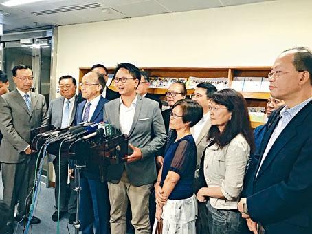 勞顧會昨首次討論政府取消強積金「對沖」初步方案,勞資雙方會後稱達成共識。