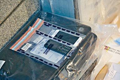 警方檢走用來印製偽鈔的打印機。