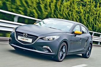 ●披上現行Mazda 3外殼的原型車,其實搭載新一代Skyactiv-X引擎及全新底盤。