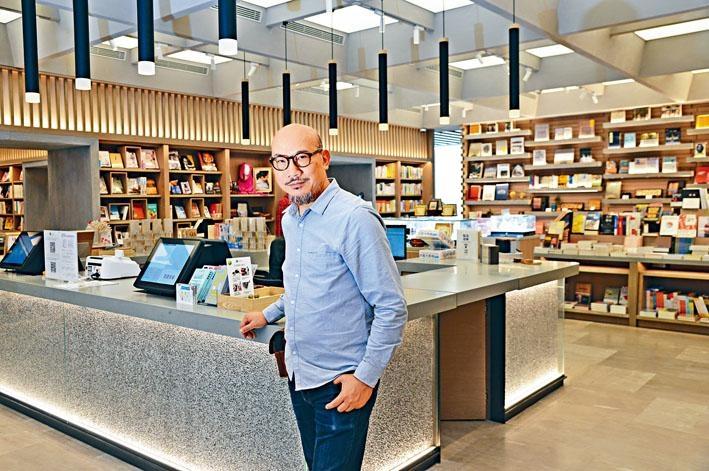 「本來」書店項目總監馮惠基(基哥)是個不折不扣的愛書之人。