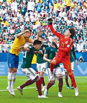 奥祖亚全场作出十三次扑救,避免墨西哥大败收场。