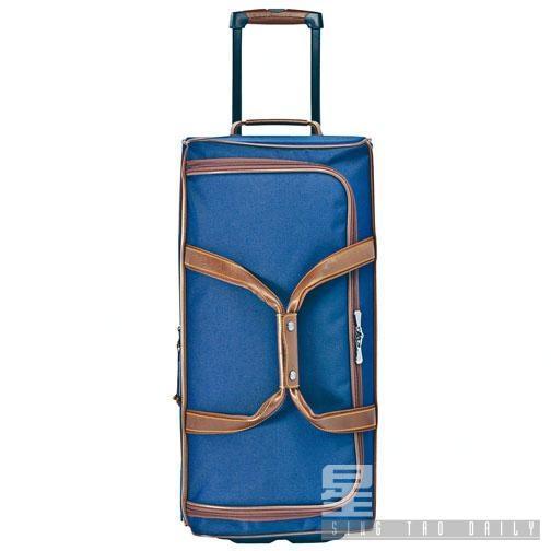 備有大中小三種型號的BOXFORD滾輪式旅行袋/$3,800至$4,900/L,採用雙色調帆布,搭配俄羅斯皮革裝飾,設計優雅大方。