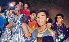被困於洞穴內的少年足球隊員。