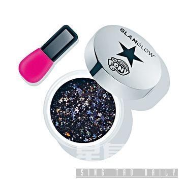 GLAMGLOW黑色月亮公主撕揭面膜/$490,蘊含海藻漿、生物聚合物等,有助緊緻及提亮肌膚。