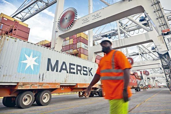 ■美國為貿易戰引發的「副作用」打預防計,昨宣布允許從中國進口產品的美國企業申請「關稅豁免」。