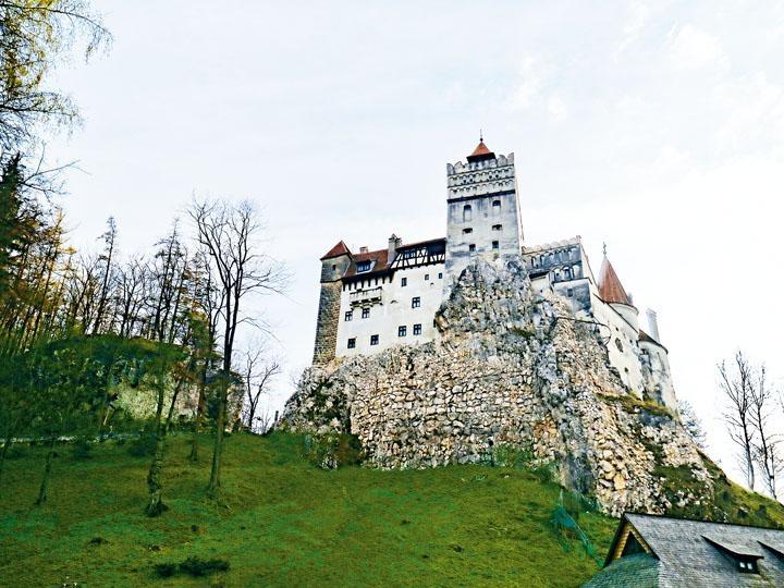 獨佔山崗上的布蘭城堡,仍略帶點點神秘感。