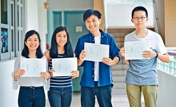港大同學會書院今年文憑試成績報捷,圖為張曉心、榜眼盧思齊、鍾灝林及樊文瀚。