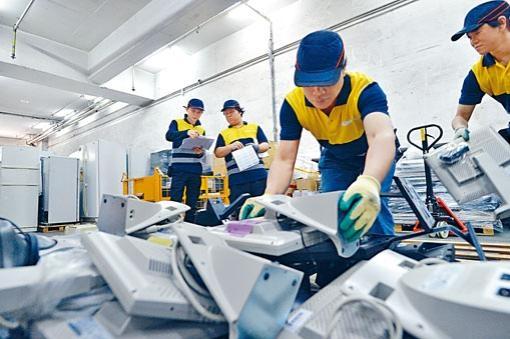 廢電器電子產品處理徵費下月起實施,消費者購買電器三個工作天後,除舊服務會在第四個工作天上門回收舊電器。